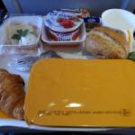 Tips Mendapatkan Makanan Lezat Saat Berada di Pesawat
